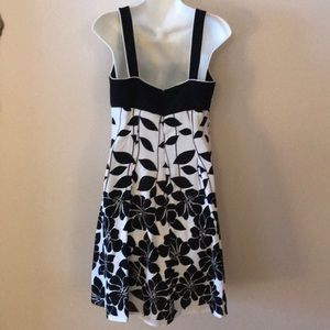 Dress Barn Dresses - 🖤 DRESS BARN FLORAL DRESS🖤